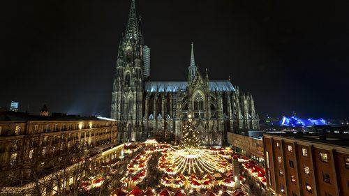 Weihnachtsmarkt vor dem Kölner Dom