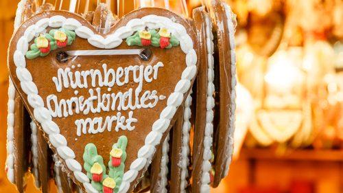 Lebkuchenherz an einem Stand auf dem Nürnberger Weihnachtsmarkt